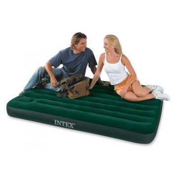 Klein 2-persoons luchtbed met ingebouwde voetpomp